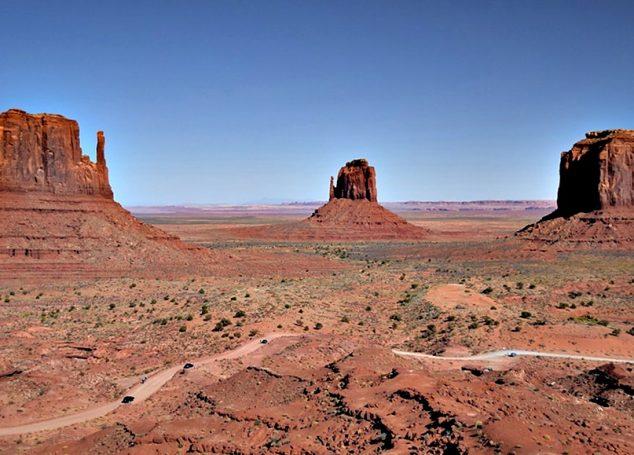 Monument Valley.Pe urmele indienilor Navajo
